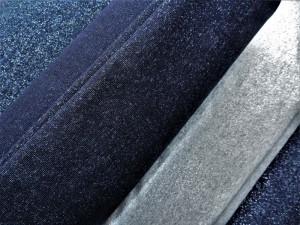 Glitzersweats in Blau- und Grautönen