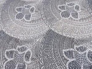 Dekorleinen Mandala grau beige
