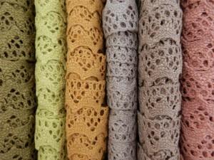 Klöppelspitzen in vielen Farben