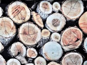Dekorleinen Holzstoß